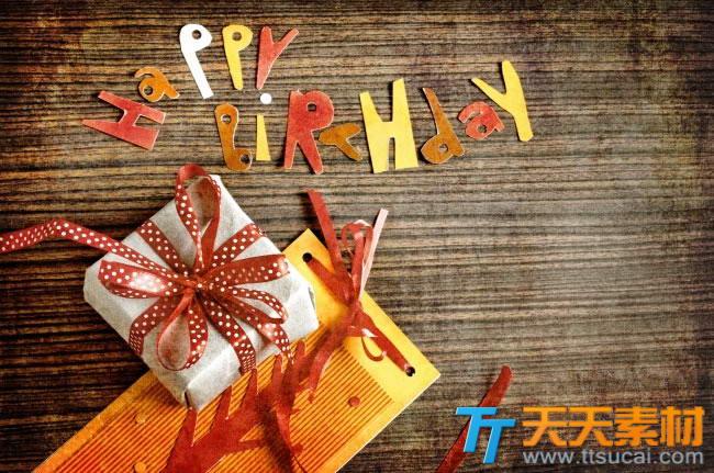 生日礼物木纹背景高清图片