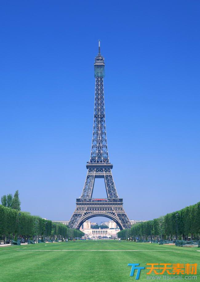 蓝天下巴黎埃菲尔铁塔高清图片素材