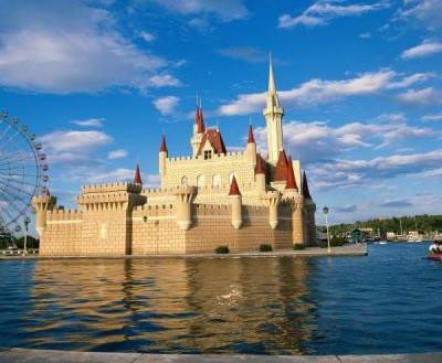 阳光下迪士尼城堡高清图片