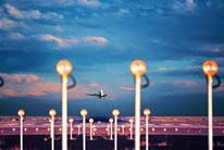 晚霞下的飞机起飞高清图片素材