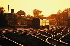 黄昏下的火车图片