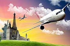 自由女神像上空的飞机高清图片