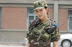 杨贵妃秘史殷桃手持短枪图片