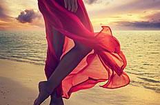 海边美女玉足美腿图片素材