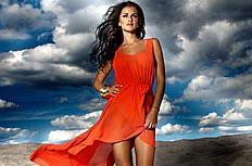 沙滩欧美美女红裙飘逸图片素材