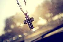唯美十字架项链挂饰高清图片