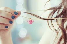 可爱女生项链特写意境摄影图片