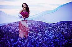 紫色花海美女图片素材
